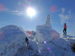 きょうの安達太良山は吹雪いていました。本格的な冬山の到来です。